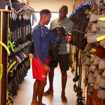 Bonaire_ScubaDiving_Diving_Boat_DiviDive_DiveShop_27_Square